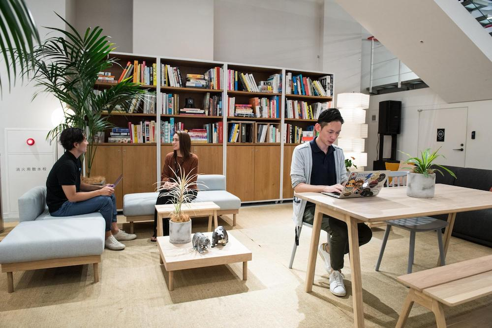 WeWork アイスバーグ で展示しているsubsclifeの家具